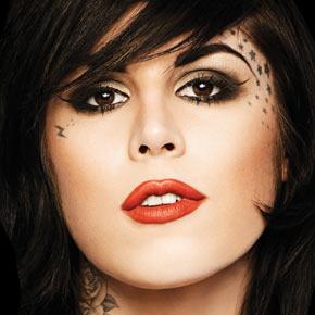 Kat tattoo no rosto.jpg